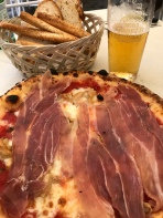 Trattoria Kaliope: Pizza was OK - slim pickins at 4:00 PM