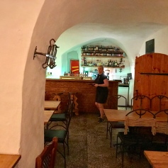 Porgu dining room