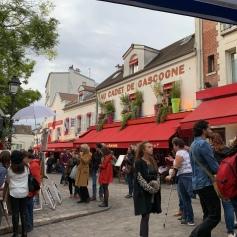 Place du Terte in Montmarte... crowded but cute